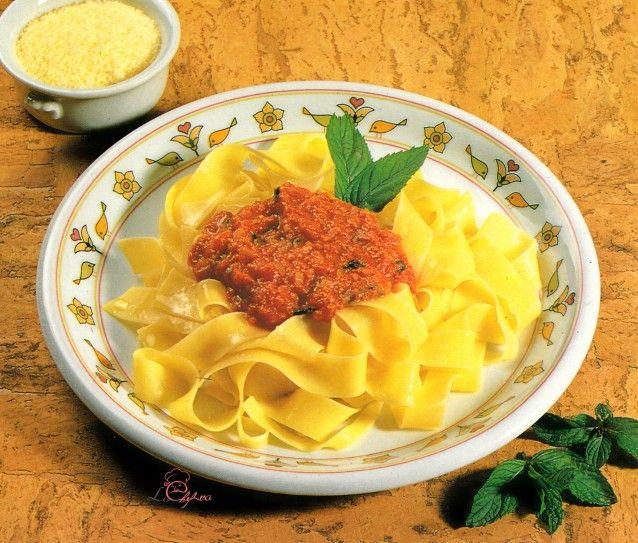 Pappardelle cu sos de roşii şi mentă