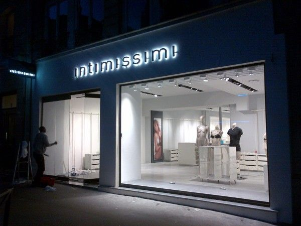 Store INTIMISSIMI di Parigi.  #Arredi #Insegne #Vetrina by Penta Systems.   Store INTIMISSIMI Paris. #Furniture #Signs #ShopWindows by Penta Systems.