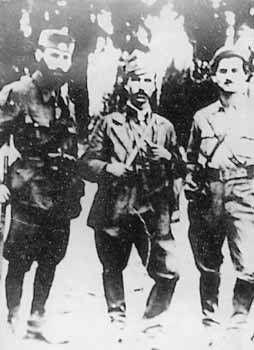 Στη φωτό, από αριστερά, διακρίνονται οι αγωνιστές -μαχητές του ΔΣΕ στη Βοιωτία: Βρεττός(Κουμπούρας), Κώστας Αντωνόπουλος (Κρόνος) και Χουχούμης Νάκος(Νώντας)