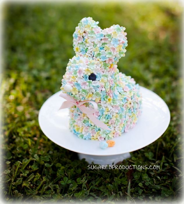 Sugared Productions shares their tutorial for this adorable bunny cake..... can't wait for Easter to try it!!!