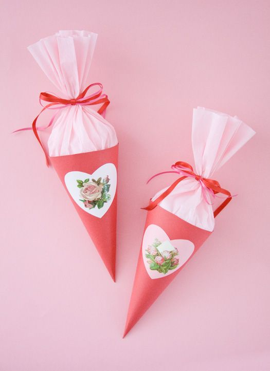 Step by step instructions on how to make a sweet paper cone. Valentine Crafts, Be My Valentine, Pochette Surprise, Sweet Cones, Paper Cones, Paper Hearts, Crepe Paper, Tissue Paper, How To Make Paper