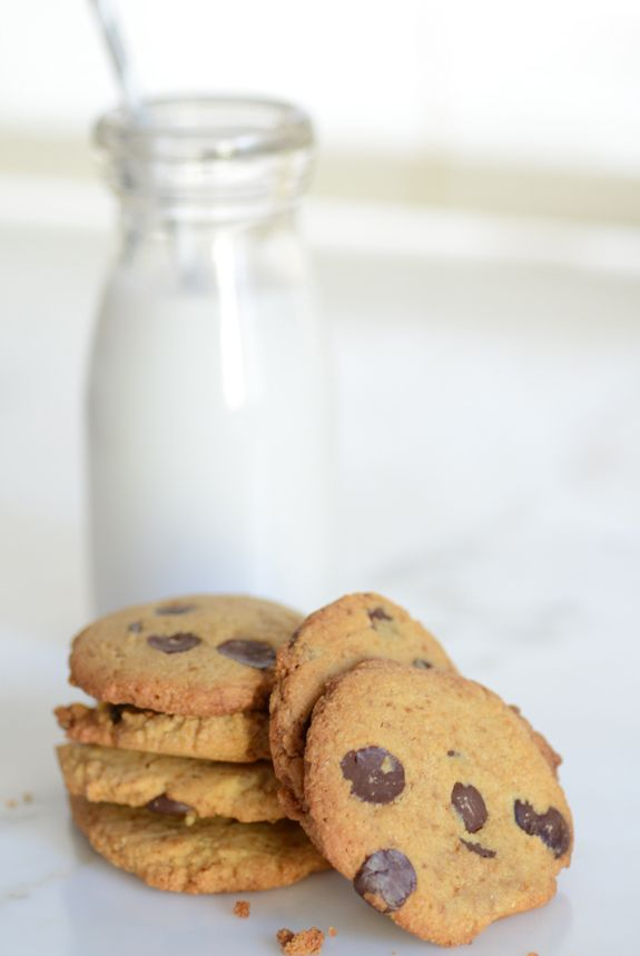 GF Thin and Crispy Chocolate Chip Cookies - an easy Paleo cookie recipe