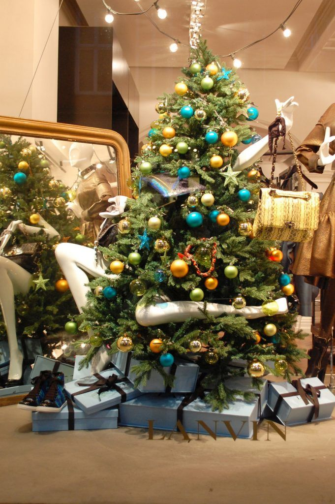 27 Unique Christmas Decoration Ideas For Stores diy window display