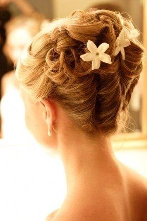 結婚式の花嫁髪型おすすめヘアスタイル画像まとめ【ロングヘアとセミロング向け】 | 「ときめキカク365」