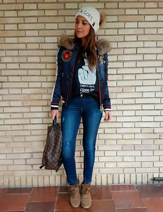 Tras la pista de Paula Echevarría » I DON´T CARE… I LOVE IT!!!. Black sweatshirt with print+ripped denim+camel lace-up boots+navy reversible bomber jacket+Louis Vuitton backpack+white pompom beanie. Fall Everyday Outfit 2016