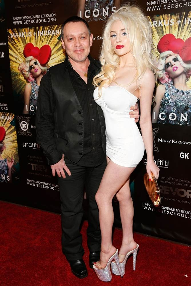 Doug Hutchison, Courtney Stodden - he's 53 and shes 17...married her at 16 prolly paid for all her plastic surgery - he should be in jail - her mama needs psychiatric treatment