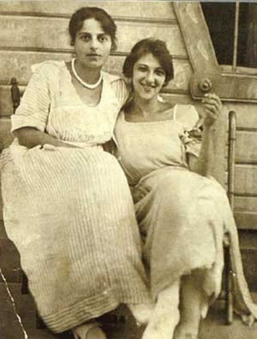 Фаина Раневская с сестрой.