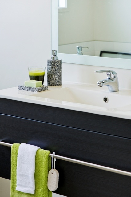 Granite soap holder and vibrant lime green manchester in this modern bathroom.