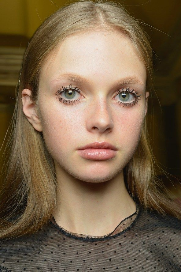 Francesco Scognamiglio - Georgina Graham created a youthful beauty look at Francesco Scognamiglio, combining fresh skin, doll-like mascara-heavy lashes and drawn-on freckles.