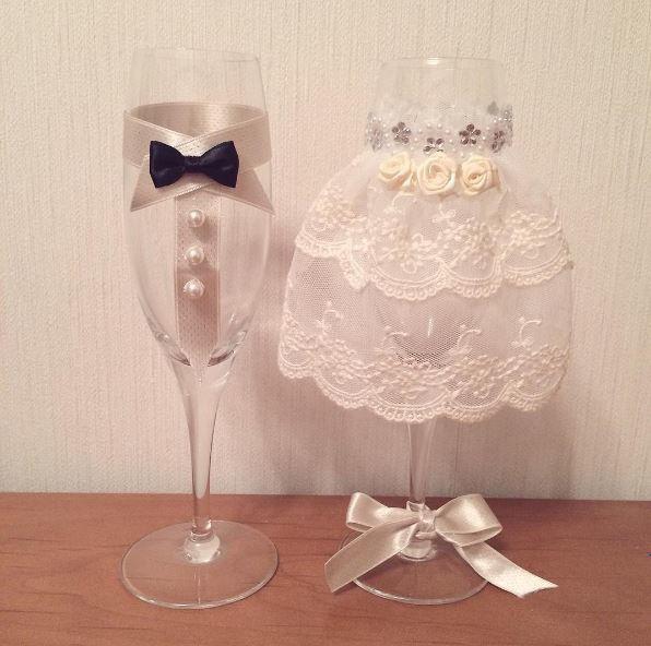 独自のアイディアや手作り感のある結婚式がブームですが、意外と知られていないDIYアイテムがあるんです。結婚披露宴の出だしに必ず行う乾杯。その乾杯の瞬間を彩ってくれるグラスドレス。自分たち流で世界に一つのグラスドレスを作って夫婦になって初めての乾杯を目にも心にも焼き付けませんか?