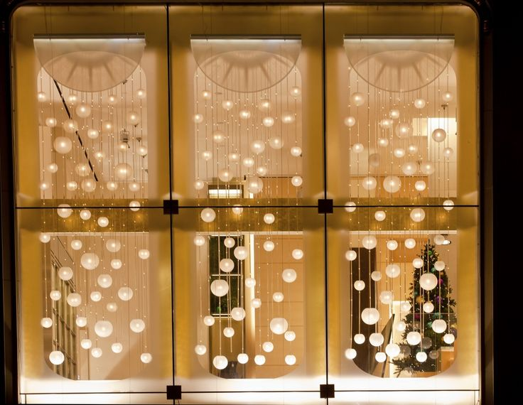 How to decorate a window with Christmas tree lights | eHow UK