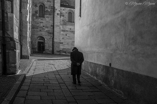 old man walking - ® Massimo Mazzoni