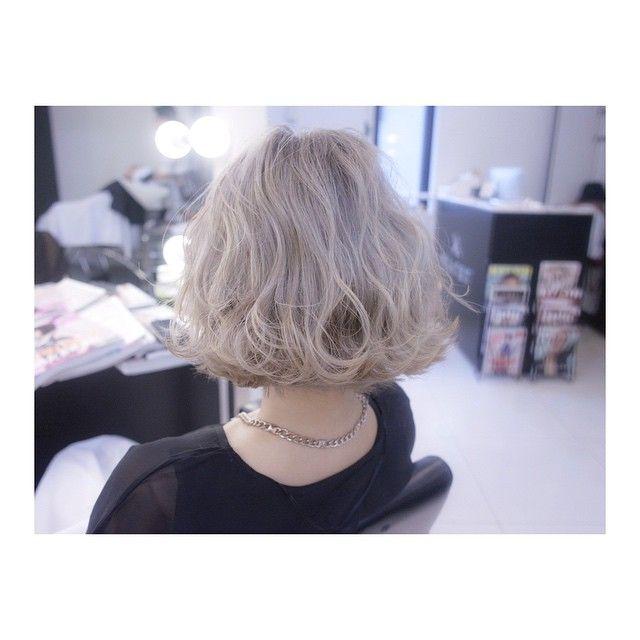 ボブのハイトーンがやっぱり可愛い⭐️ 薄〜くホワイトグレーを入れてます!! #shachu#hair#ヘアカラー