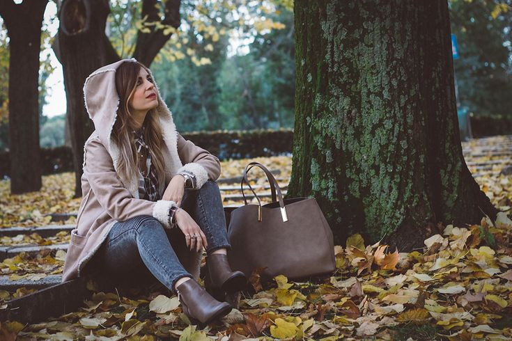 Sheepskin coat http://www.dressingandtoppings.com/2016/11/30/montone-il-cappotto-per-linverno-2017/ #fashionblogger #style #winter