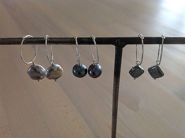 Bellas bedrifter: Enkle øreringevedhæng med grå ferskvandsperler...