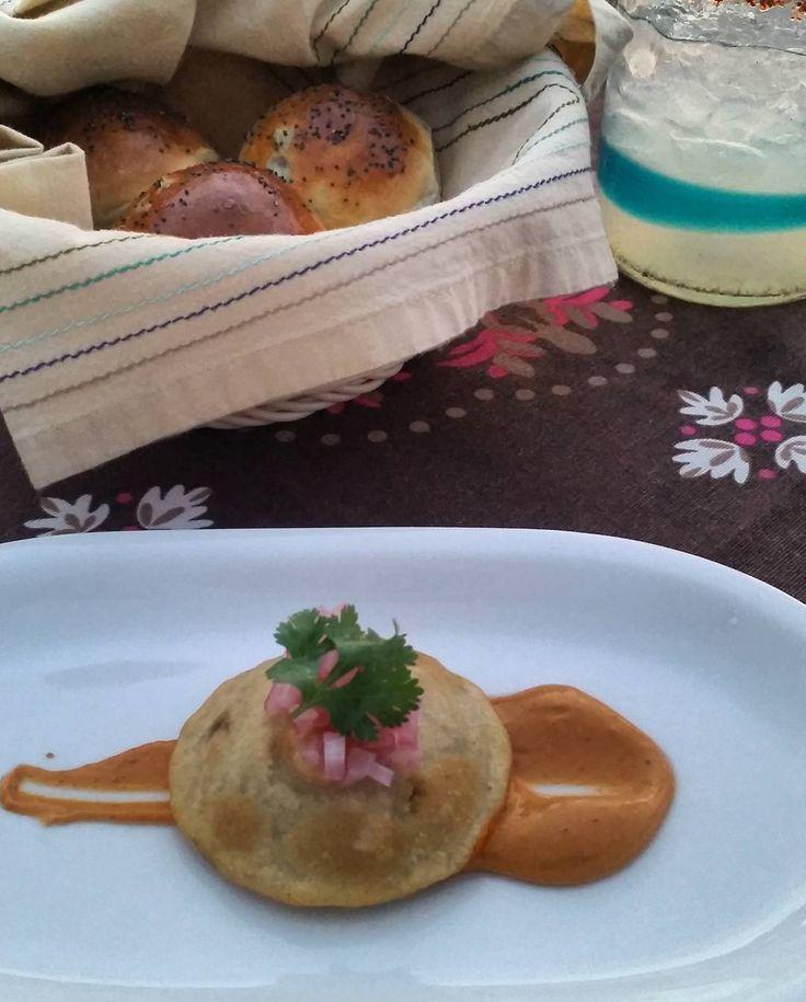 Raviolito de maiz relleno de cordero pan con jalapeño recién hecho en Casa de Mita.  Deliciosa forma de comenzar la cena!
