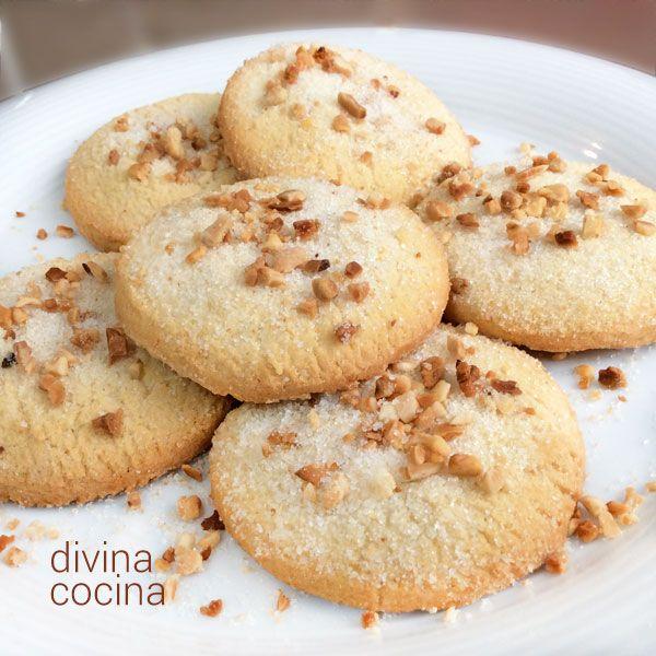 Estas galletas de queso crema y almendras son deliciosas y fáciles de preparar. Tienen una textura a la vez crujiente y jugosa.