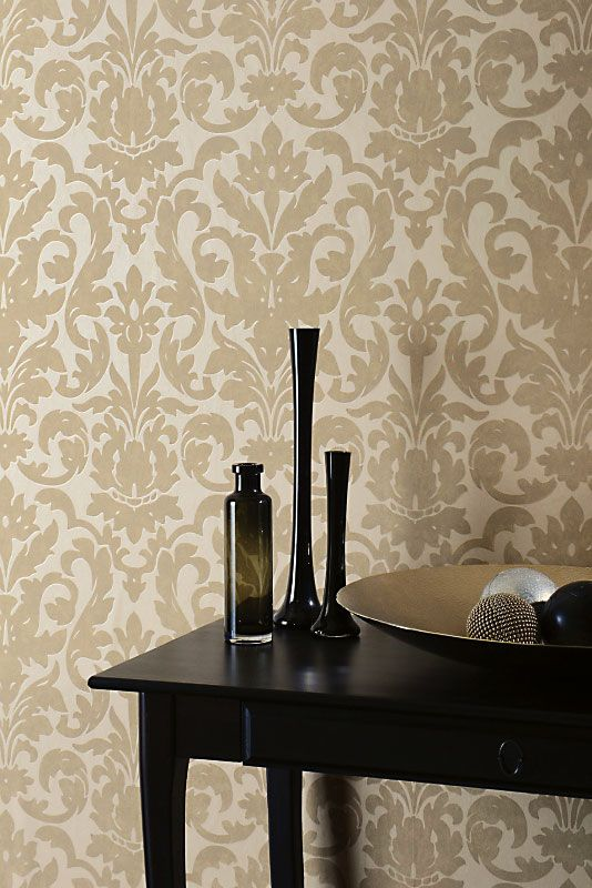 With its stylish damask pattern outlined with thin metallic lines, Dalarni wallpaper creates an elegant look for any room of your home.
