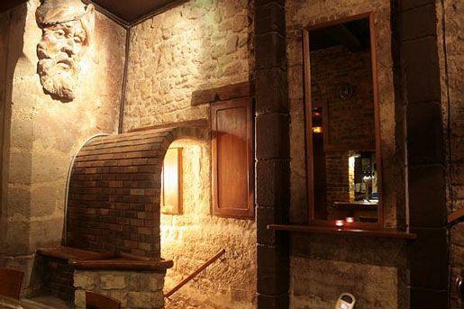La Venus Noire -Le bar niché dans un ancien caveau
