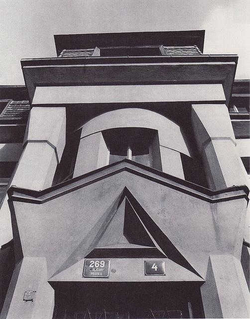 Josef Gočár, Duplex, 1912-13, Tychonova ulice, Prague-Hradčany. Entrance. Source: 1909-1925 Kubismus in Prag.