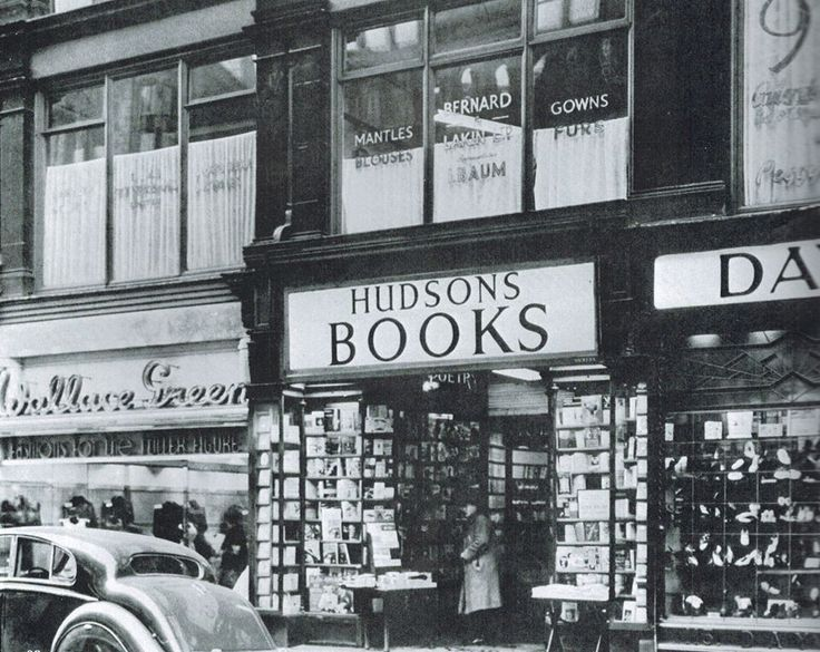 Hudsons Books -- my workplace 1973-85. This is the front entrance on New St. It looked a little different in 1973, but not that much different...