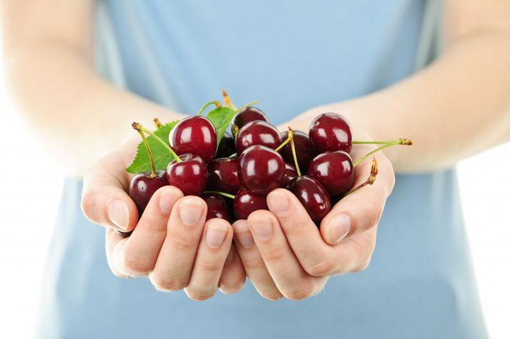 Proprietati cirese, benefice pentru sanatate. Află 3 proprietăți ale cireșelor care îți vor face ziua mai bună! http://www.raureni.ro/blog/trei-proprietati-ale-cireselor-care-iti-vor-face-ziua-mai-buna/