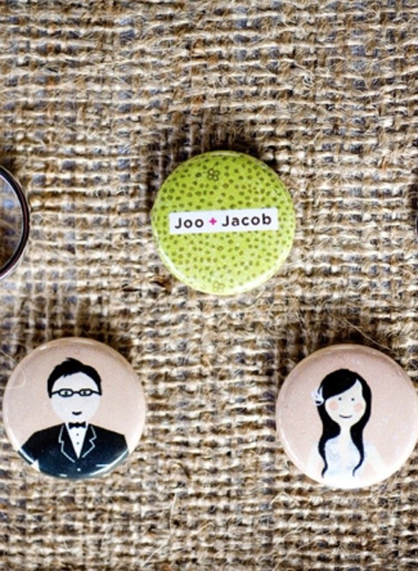 cute custom wedding buttons http://theindigobunting.blogspot.com/2009/11/wedding-buttons.html