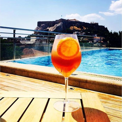 Happy humpday! Cheers! 🍹 (📷: @alexandergeorge ) #electrapalacehotel #electrahotels #electra