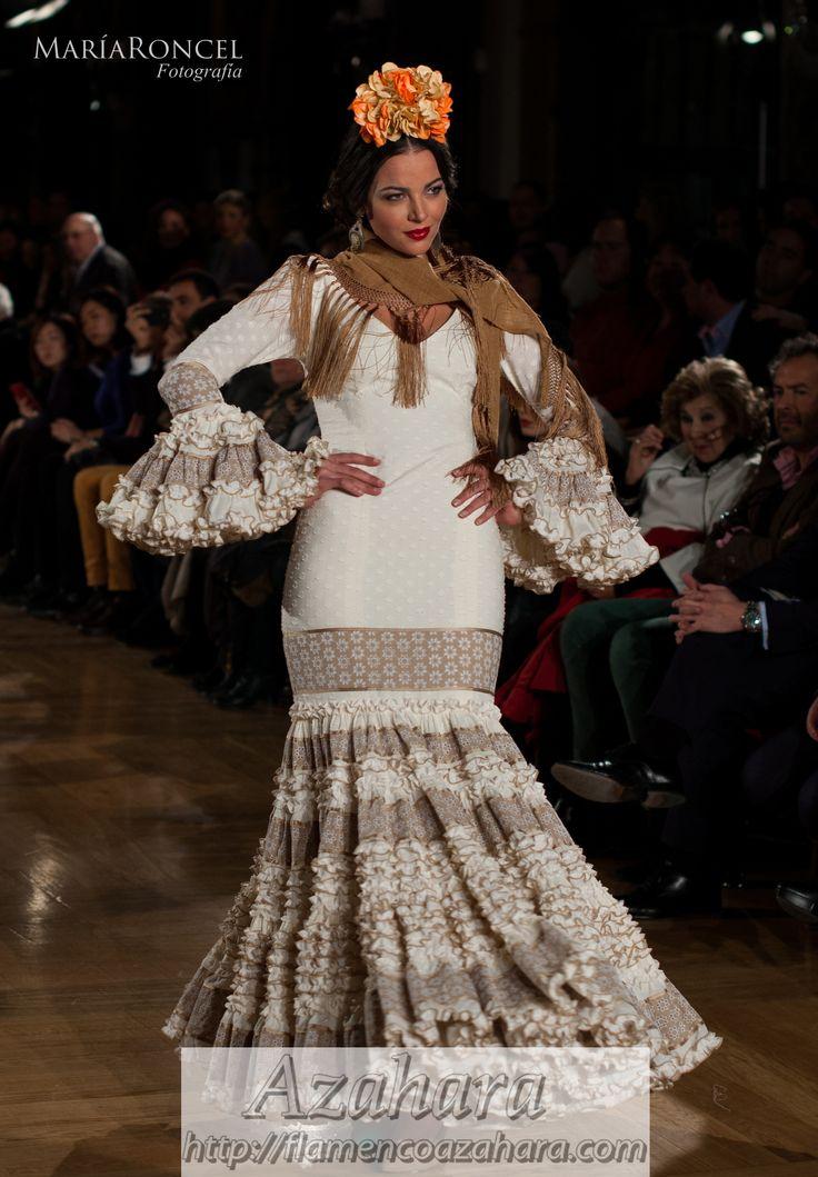 Vestido exclusivo nº 18 de la diseñadora #CarmenAcedo.  Disponible en #Azahara, #Fuengirola.
