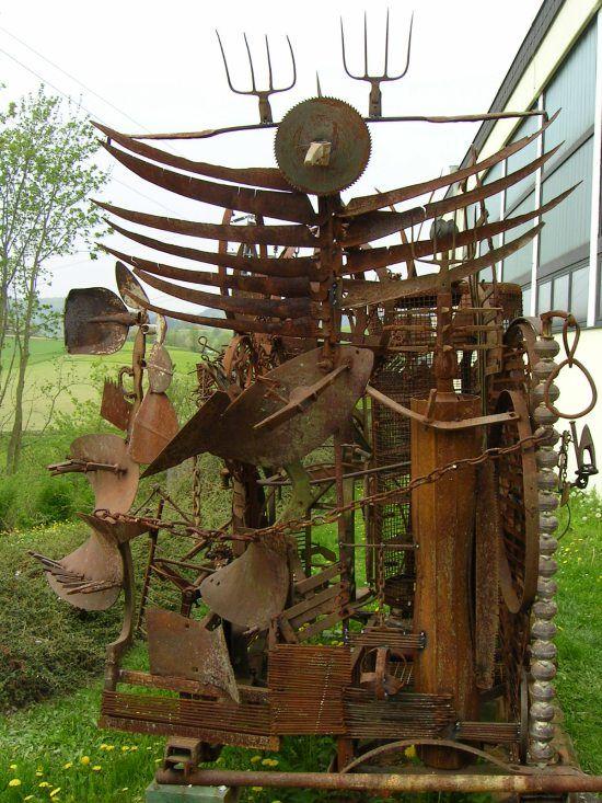 Kunst aus schrott raw metal sculptures pinterest for Metall gartenfiguren