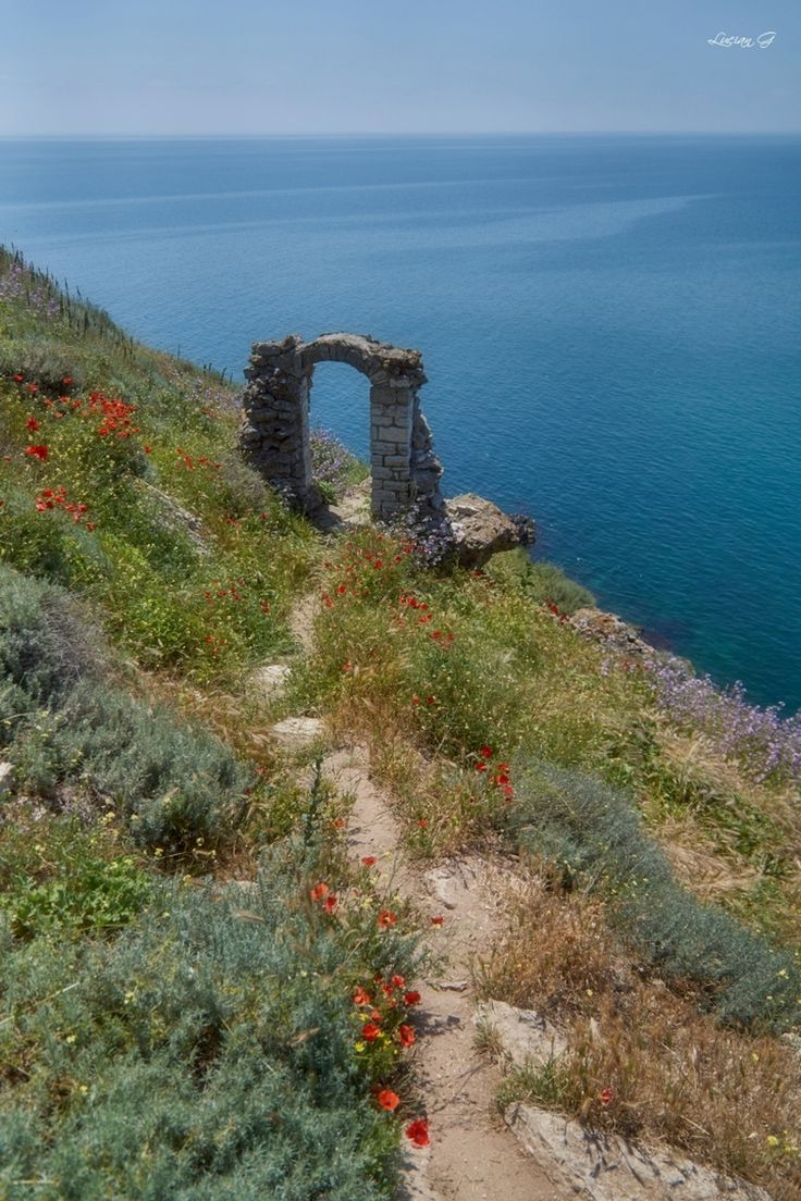 Нос Калиакра (Cape Kaliakra) in Kavarna, Bulgaria - (Bulgarian: Калиакра) is a long and narrow headland in the Southern Dobruja region of the northern Bulgarian Black Sea Coast. It also features the remnants of the fortified walls, water-main, baths and residence of Despot Dobrotitsa in the short-lived Principality of Karvuna's medieval capital. | Photo by Lucian Gonţilă at boredpanda.com