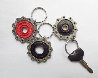 Llavero cadena de bicicleta reciclado por Winterwomandesigns