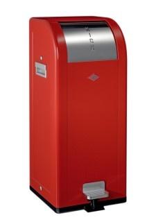 KICKFOX 38L ROUGE    Référence : 374 631-02  Une manière intelligente de collecter les déchets : grâce à sa forme, Kickfox peut être placée contre un mur ou dans un coin. En prenant le moins d'espace possible, c'est la poubelle idéale pour les cuisines de petite taille.  Sac poubelle : N°6  Hauteur seau intérieur : 54,0 cm  Hauteur poubelle : 78,0 cm  Diamètre seau intérieur : 28,0 cm  Diamètre poubelle : 34,0 cm  Contenance : 38L