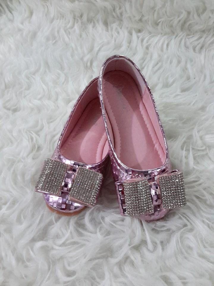 sepatu pesta anak import hongkong  type G5615-012 ukuran 27-32 harga @210  standar ukuran 27 panjang alas dalam 17 cm 28 ---------------------------- 17,5 cm 29 ---------------------------- 18 cm 30 ---------------------------- 18,5 cm 31 ---------------------------- 19 cm 32 ---------------------------- 19,5 cm  pemesanan harap cantumkan ukuran, warna dan gambar  peminat serius hub hp/wa/line 087825743622