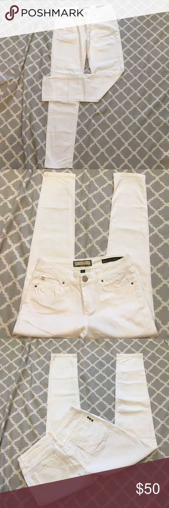 Kardashian Kollection Kourtney White Skinny Jeans Kardashian Kollection 'The Kourtney' White Skinny Jeans. Worn a few times and well cared for - no rips, stains or tears. Kardashian Kollection Jeans Skinny