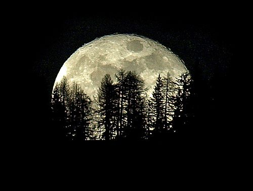How to Photograph the Moon :: Digital Photo Secrets