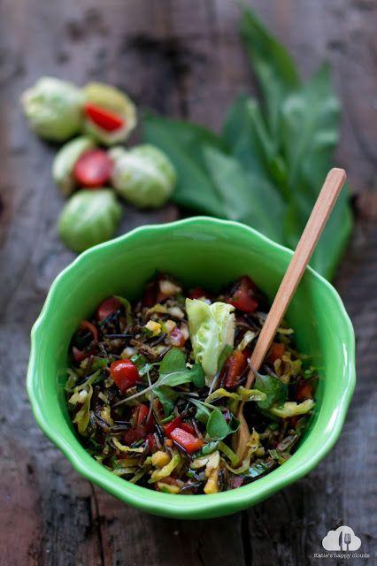 Katie's Happy Clouds: Dziki ryż w sałatce z warzywami i czosnkiem niedźw...