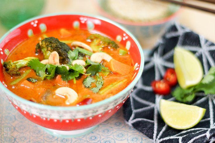 Vegetarisches Rotes Thai Curry mit Süßkartoffel, Brokkoli, Karotte, Limonensaft, grünen Bohnen und Kokosnussöl