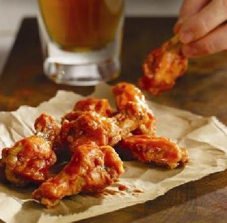 Get your #HotWings!! #Earls #Food #Foodie #YVR #Yum