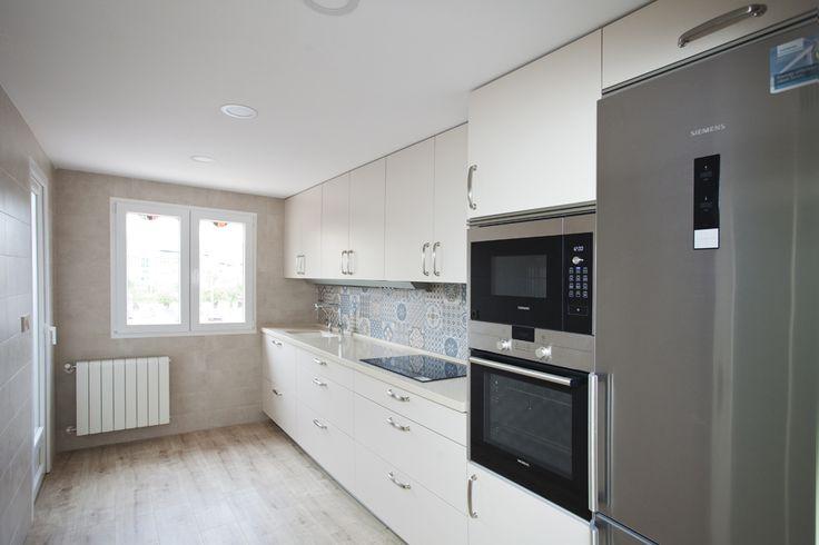 En esta cocina creamos un ambiente con un toque nost lgico for Muebles imitacion diseno
