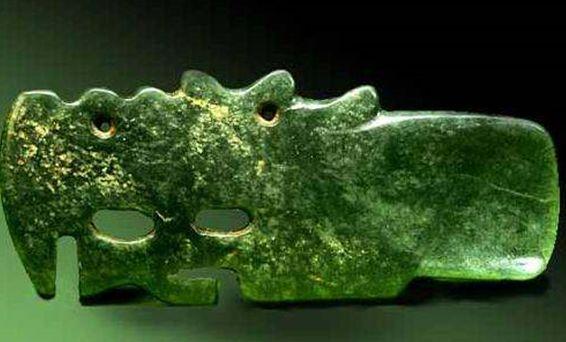 Нефритовая ложка в форме дракона