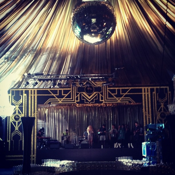 Black and gold with Art deco theme - Fab