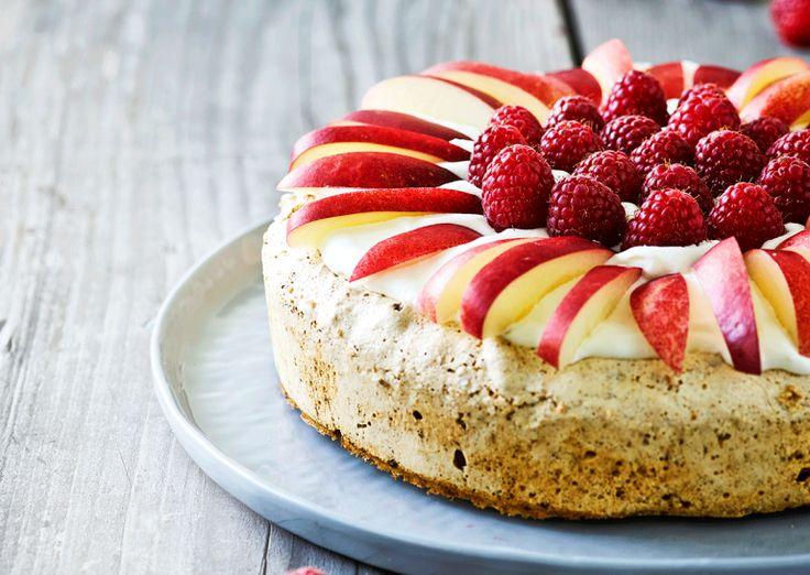 Tuc kage med frugt og bær