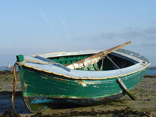 Small boat by Ciloé, via Flickr