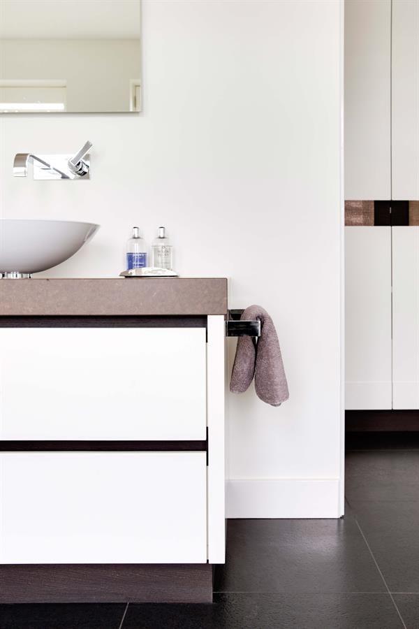 25 beste idee n over lichte eiken kasten op pinterest houten kasten ambachtsman keuken en - Eigentijdse meubelen ...