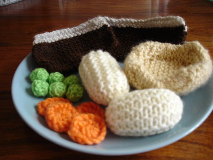 My knitted roast beef dinner with roast beef, boiled potatoes, carrots, peas and Yorkshire pudding Available to purchase from barginspls on eBay