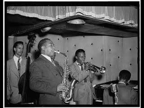El 29 de agosto de 1920 nació el saxofonista y compositor de jazz estadounidense Charlie Parker. Apodado Bird, es considerado uno de los mejores intérpretes de saxofón alto de la historia del jazz,  una de las figuras claves en su evolución y uno de sus artistas más legendarios y admirados.