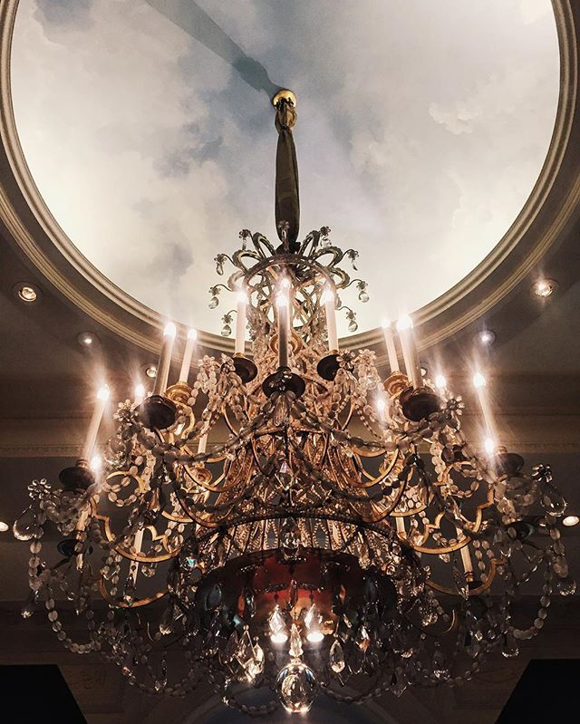 This unforgettable chandelier at Le @fsparis ❤️ had a fantastic time discovering Le George Restaurant, @legeorgeparis with a Mediterranean fine cuisine, can't wait to tell you more about it on a future Boubouteatime blog post  #legeorgeparis #fourseasons #fsparis { Story on Snapchat  Boubouteatime }