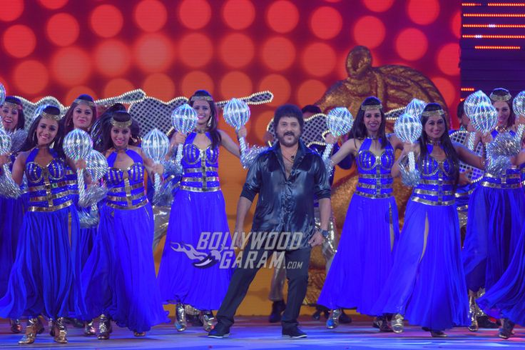 V. Ravichandran performx at IIFA Utsavam 2017