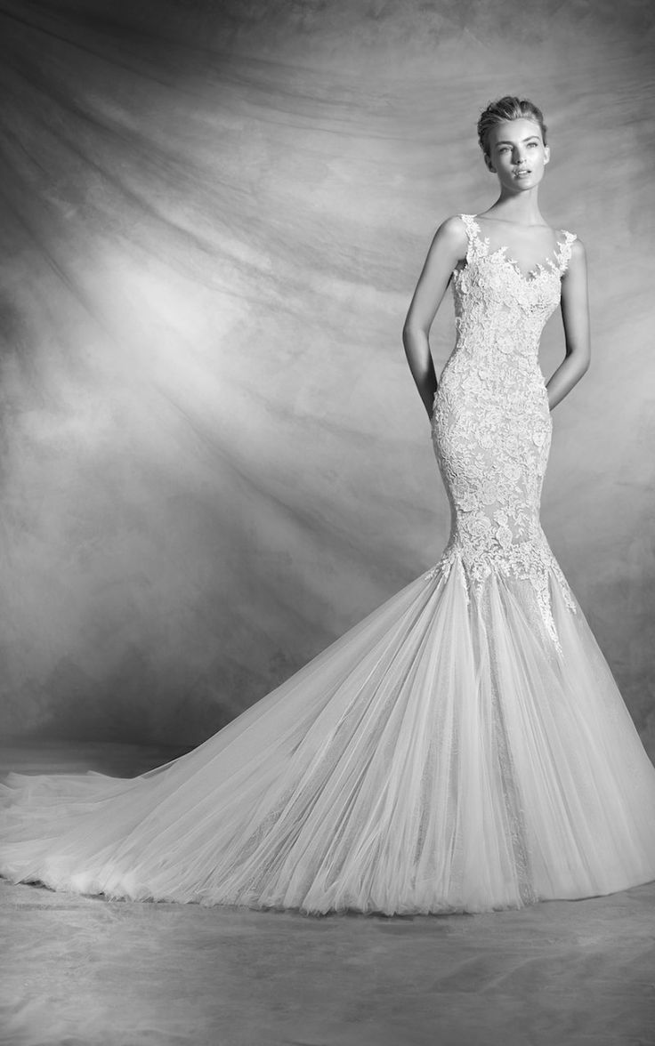 While any wedding dress could work with this particular neutral wedding tone theme, our fave is VERDANA by the international brand, Pronovias. Available to fit with us, in our Fourways bridal boutique | 011 431 4304